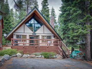 Homey and inviting dog-friendly cabin in convenient location