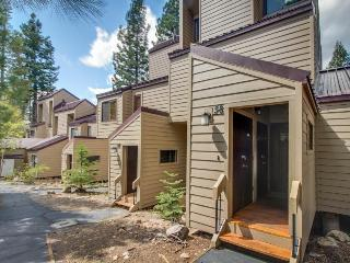 Rustic vintage condo w/shared pool, hot tub, tennis, & bocce, Carnelian Bay