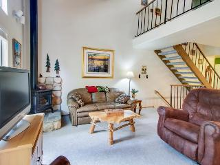 Charming condo with shared pool, hot tub, tennis, entertainment & more!, Carnelian Bay