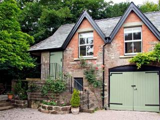 GRANTON COACH HOUSE, romantic, character holiday cottage, with open fire in