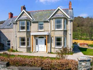 THE FARM HOUSE, detached house with hot tub, woodburner, en-suites, garden, Glanrafon near Bala Ref. 905599