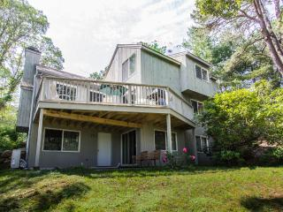DONOP - Hidden Cove, Centrally Located to Beaches and Towns, Association Tennis Courts, A/C, WiFi, Oak Bluffs