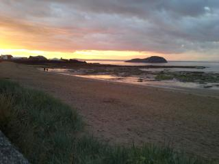 East Sands holiday apartment , seafront, North Berwick