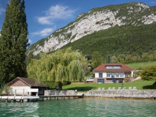 5 star Exceptionnal Villa Bagatelle for 10 people on the edge of lake Annecy