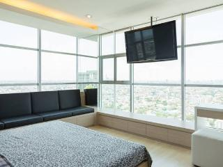 2 BR penthouse, on MRT, crazy view, Bangcoc