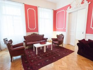 AAAA Fantastic newly renovated apartment for up to 7