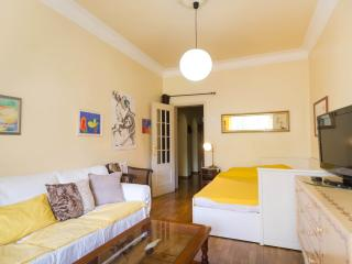 2 brigth rooms for 4 +Wifi+ Free Parking + Kitchen, Lissabon