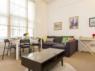 Fabulous 2 BR Apartment in Notting Hill, Londra