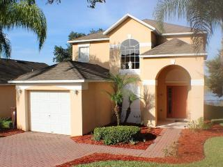 Golf Villa 4BR/3BA - Lake View 15% Off This Winter, Haines City