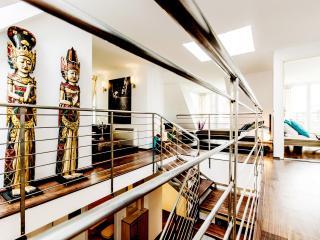 280m2 Lux 5Bedroom Ap. Jacuzzi; Sauna; A/C; WI-FI
