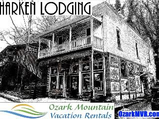 Harken Lodging, The Moderne - Vibrant Artist's Suite in Downtown, Private Balcony, Eureka Springs