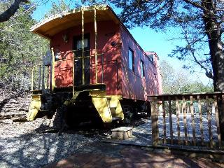 Caboose Cabin 102, Private Deck, Secluded Wooded Views, Eureka Springs