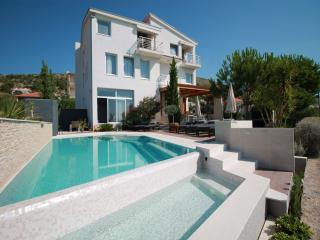 5033 A4 Luxury Trogir (6) - Seget Donji