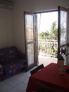A3(2+1): living room