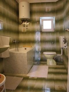A1(4+2): bathroom with toilet