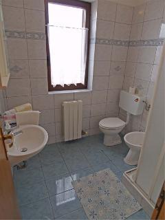 A Kat(2+1): bathroom with toilet