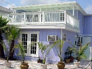 Charming cottage, steps to the beach, holiday rental in Madeira Beach