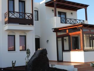 New Villa-PoolHeated-FullSKYtv-WIFI-AirCon-Near FaroPark