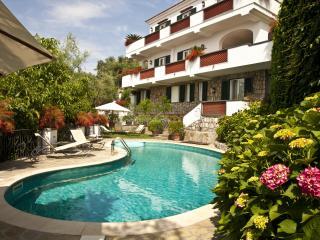 Luxury 3 bedroom villa with pool near Sorrento