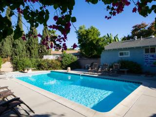 Near Disneyland 8 beds, sleeps 9 private POOL