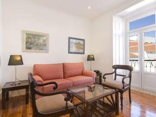 Spacious Inglesinhos III A apartment in Bairro Alto with WiFi & balkon.