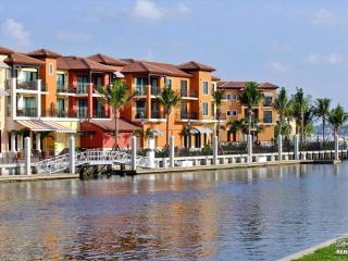 Spectacular Brand New Waterfront Residence in Naples Bay Resort, Napels