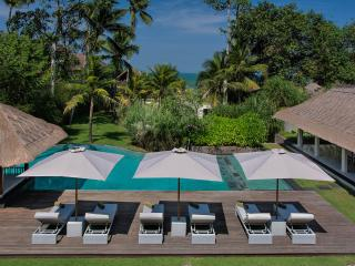 Seseh Beach Villa II - an elite haven, 6BR, Seseh-Tanah Lot