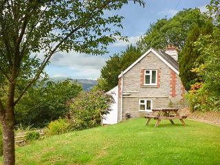 YEW TREE COTTAGE, detached, woodburner, enclosed garden, ideal for a couple or small family, near Hay-on-Wye, Ref 928177