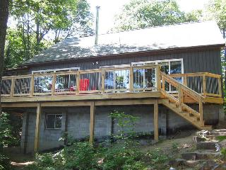 Waterfront cottage, sleeps 10,  dogs welcome, boat