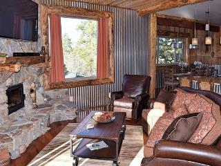 Lodestone Lodge: Hot Tub! Foosball! Fireplace!, Big Bear Lake