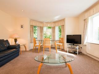 Bright, Spacious 2 bed Apartment in Cheadle
