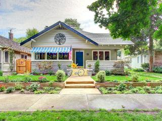 Designer home in the North End w/enclosed yard near parks!, Boise