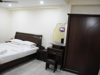 Royapettah, Lloyds Road, Supreme Room