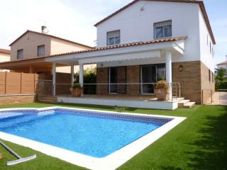 0050-PANI Casa con amarre y piscina