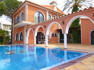 0003-REQUESENS  Casa al canal con amarre y piscina