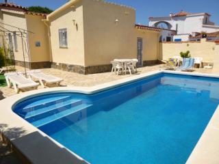 0008-ALBERES Casa con piscina