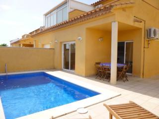0151-PUIGMAL Casa con piscina privada