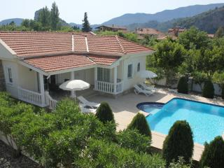 Villa Rita-Charming 2 bed bungalow Maras Area- Easy stroll into town but quiet