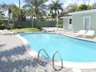Las Palmas New 5 Bedrooms 3 Baths Heated Pool Close to Beach for 12 Guests, Hollywood