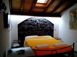 dependance matrimoniale in villa mare-Etna, vini., Acireale