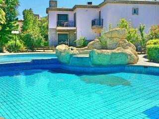 Beach front villa, pool in tourist area Larnaca, 3