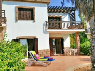 Beach front villa, pool in tourist area Larnaca, 3