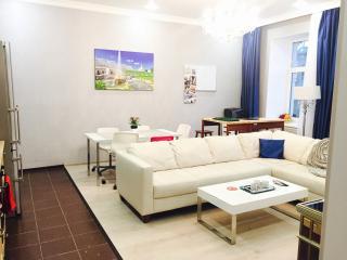 Prestigious Krestovsky 4 Rm Luxury Apartment Furni, San Petersburgo