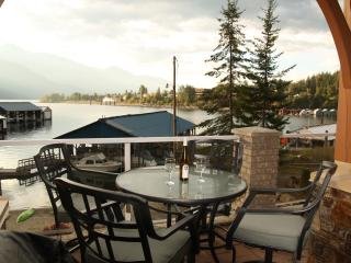 Spectacular Lakefront Condo on Kootenay Lake, Kaslo