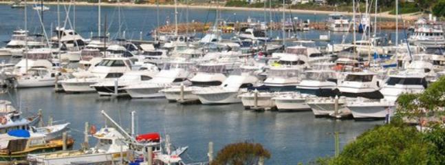Nelson Bay D'Albora Marina 2mn away by car.