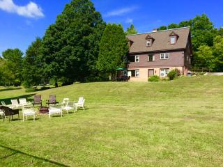 Perfect Reunion House - sleep 18. Privacy, Fireplace, Skiing, Views, Pool,tennis, Manchester