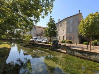 Stylish, bright apartment in excellent location., L'Isle-sur-la-Sorgue