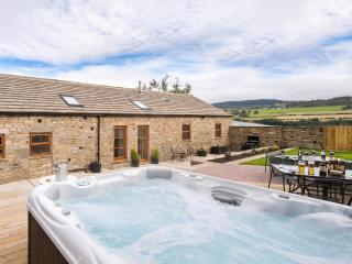Sunrise Barn - with private hot tub & garden