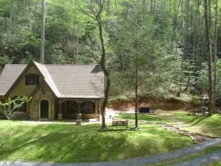 FREE Night!   LUXURY StoryBook Cottage on 5 SECLUDED ACRES SURROUNDED by STREAMS