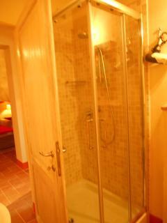 Il bagno della camera al pianterreno